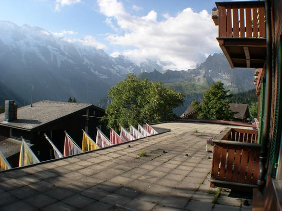 Hotel Jungfrau: Peaks seen from one direction of room view