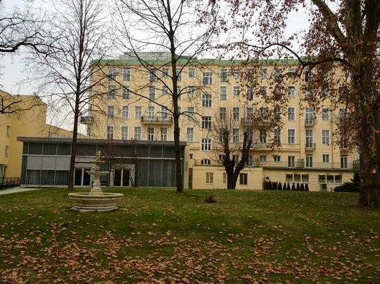 Austria Trend Parkhotel Schoenbrunn Vienna : Cour interieure