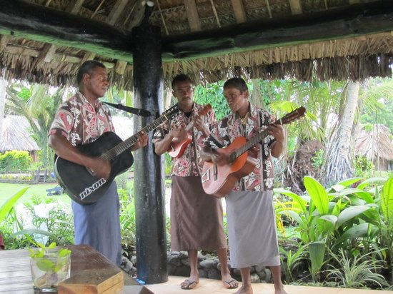 Paradise Taveuni: Nightly singing.. very good!