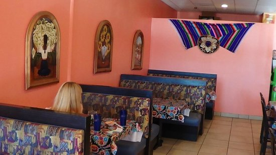 Chilo's Mexican Restaurant: booths inside