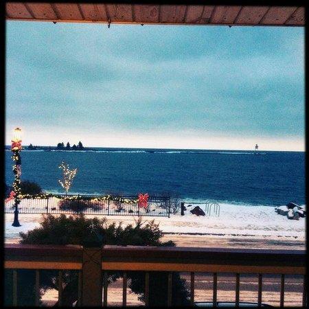 Harbor Inn Restaurant & Motel: View from the 2nd floor / harbor side rooms