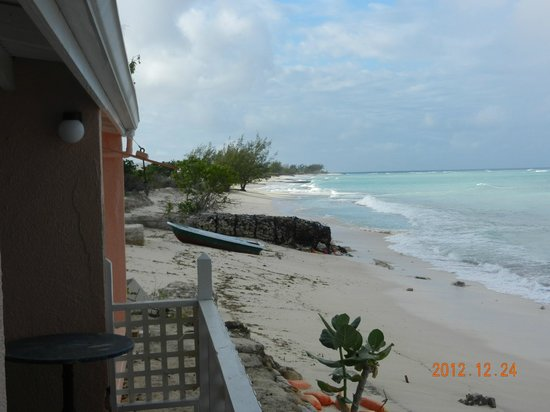 Osprey Beach Hotel: Left View of the Beach from room 52/53 - busy season !!!