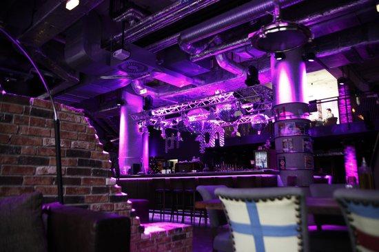 pentahotel Vienna: Lobby und Bar in einem