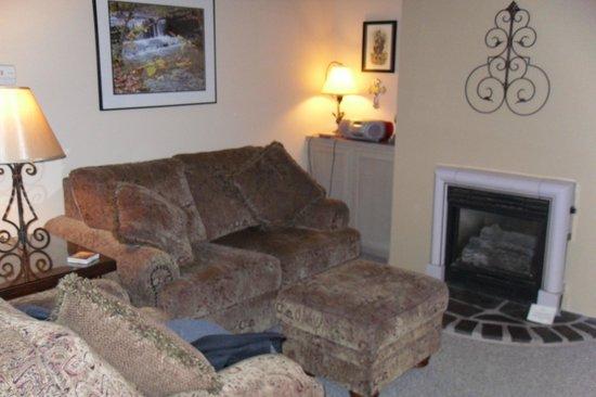 Glenlaurel, A Scottish Inn & Cottages: MacDonald Living Room