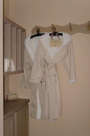 Glenlaurel, A Scottish Inn & Cottages: Robes