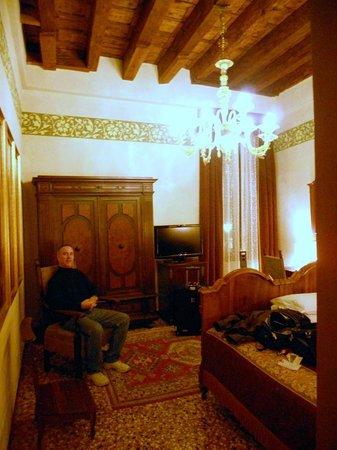 Palazzo Priuli: bedroom back window