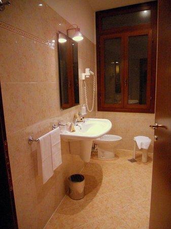 Palazzo Priuli: bathroom sink