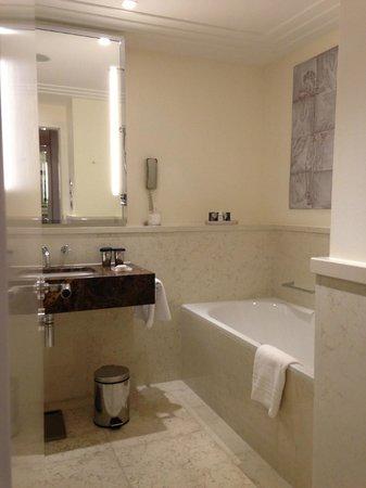 โรงแรมร็อคโค ฟอร์ท เดอะ ชาร์ลส: Rocco Forte The Charles Hotel