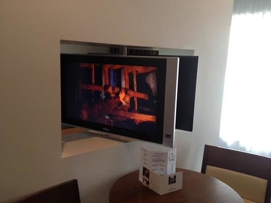 Clayton Hotel Galway: the tv swivels so you can watch it in either area
