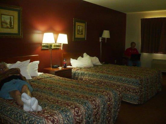 Super 8 Mason City: Our room
