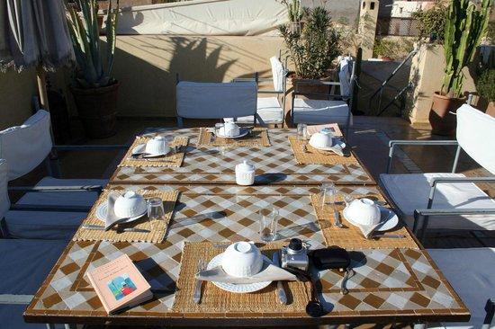 Riad Azoulay: Tavolo della colazione in terrazza