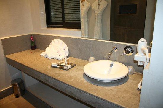 Sirayane Boutique Hotel & Spa: Espace lavabo