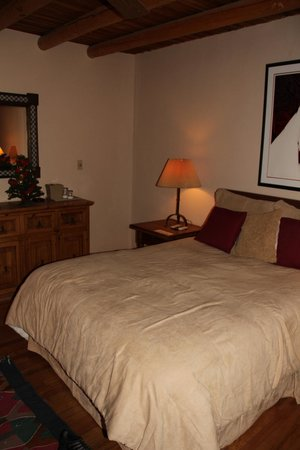 Casa Benavides Historic Inn: Our Room - The Acoma Room