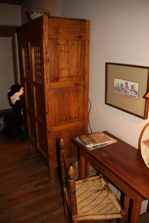 Casa Benavides Historic Inn: The armoire w/ TV inside