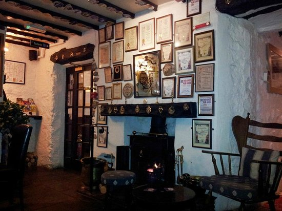 Watermill Inn & Brewing Co: the dog-friendly bar at the Watermill