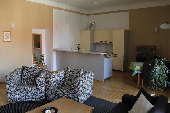 Arcadia Residence: Salon et salle à manger