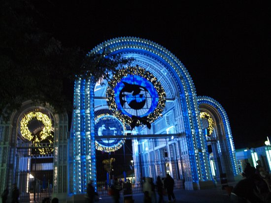 Sea World Entrance all Decorated for Christmas - Picture of ...