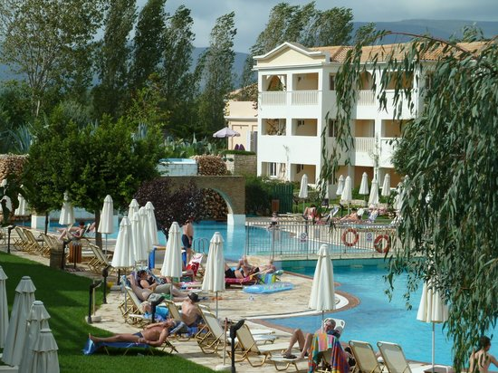 Bitzaro Grande Hotel: view of pool area