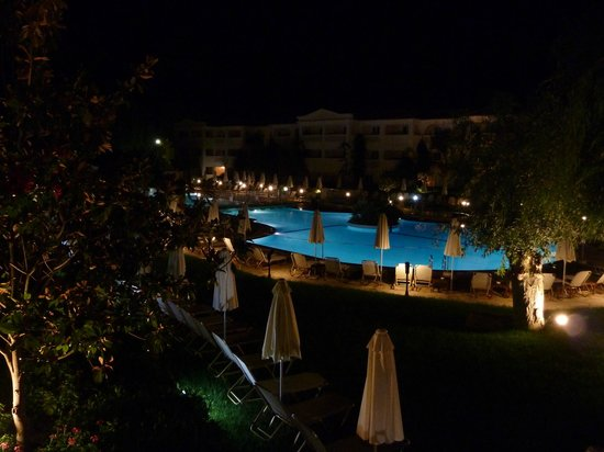 Bitzaro Grande Hotel: view over pool from room balcony