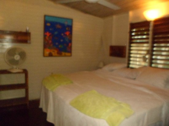 Nirvana on the Beach: Main bedroom cottage 2