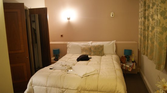 Hotel 82: Lit