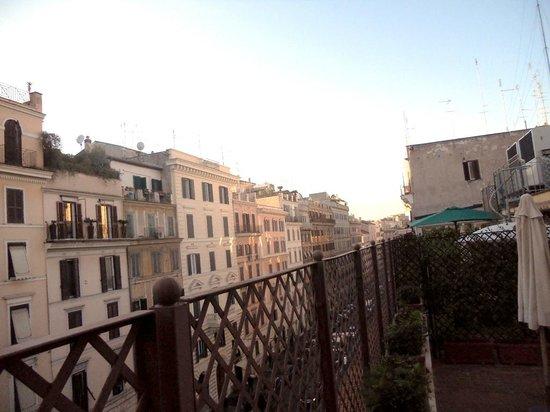 Borromeo Hotel: Right view from patio