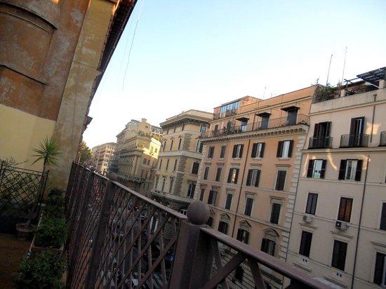 Borromeo Hotel: Left view from patio