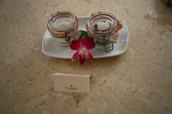 Four Seasons Resort Maui at Wailea: Welcome cookies