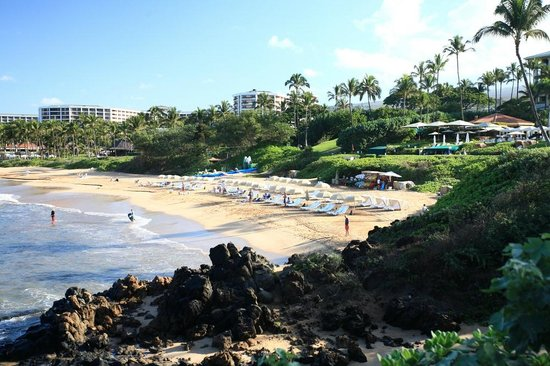 Four Seasons Resort Maui at Wailea : View from the beach