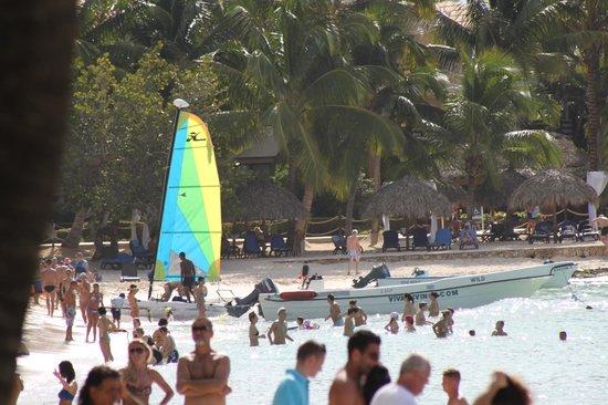 فيفا ويندام دومينيكوس بيتش ريزورت: beach 