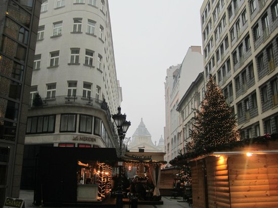 The Ritz-Carlton, Budapest: Christmas markets behind the hotel.