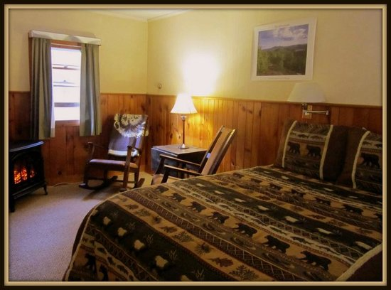 ADK Trail Inn: Our Queen Efficiency