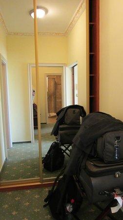 Hotel General: Closet
