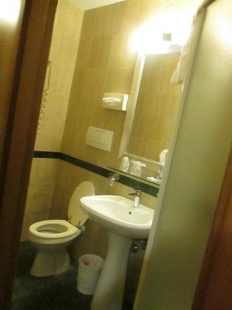 Hotel Santa Costanza: Bad