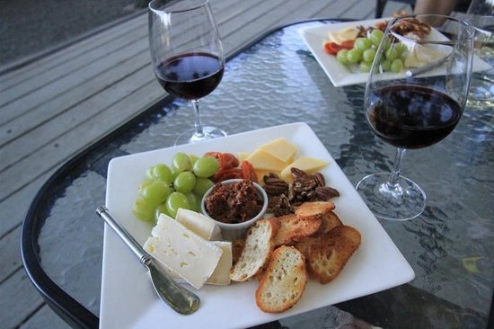 Chateau de Vie : Wine and Cheese Anyone?