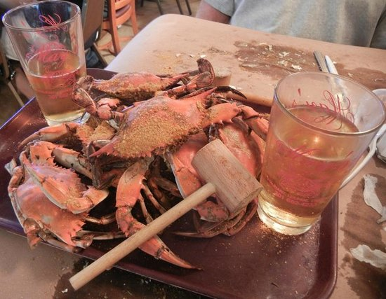 May's: hot crabs and cold beer