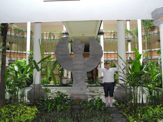Ayodya Resort Bali: Statues in and around the place