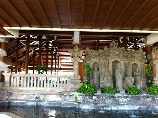 Ayodya Resort Bali: Statue
