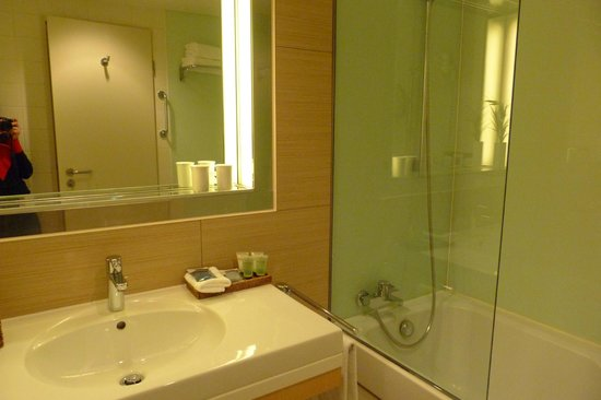 Sheraton Berlin Grand Hotel Esplanade: Bathroom