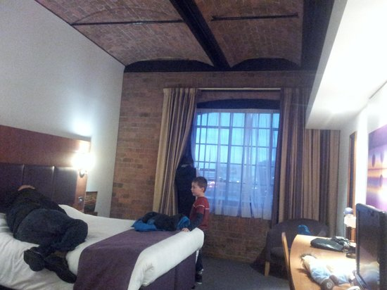 Premier Inn Liverpool Albert Dock Hotel: room