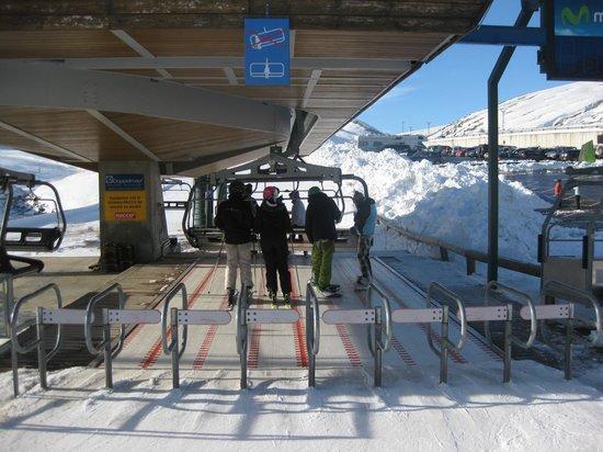 Estación de esquí Formigal-Panticosa: Propelled along...