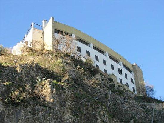 Hotel Arco de la Villa: View of Hotel from Below