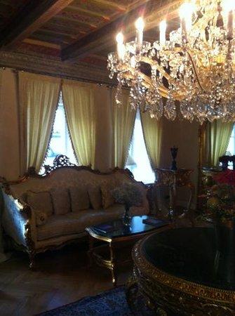 Alchymist Prague Castle Suites: salon de lecture juste en sortant de notre chambre