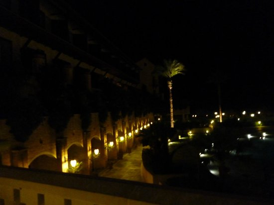 Elysium Hotel: Night