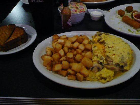 Oscar's Classic Diner: Sausage and Mushroom Omelet