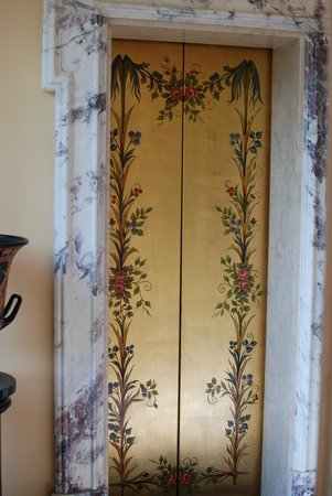 Grand Hotel Des Iles Borromees: Lift doors