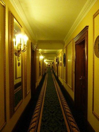 Grand Hotel Des Iles Borromees: Corridor