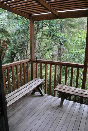 Kanuka Ridge Abel Tasman Backpackers: Porch off of Dorm