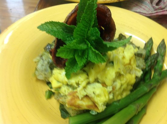 Kippilaw House: Breakfast option. Bacon scrambled egg bake