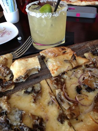 Residence Inn Fort Lauderdale Intracoastal / Il Lugano: Great pizza and margarita in da Campo Osteria restaurant